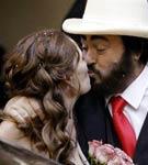 男高音帕瓦罗蒂与妻子昔日甜蜜照