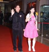 熊天平与妻子杨洋走红毯