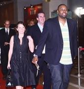 NBA球星一同步入红毯