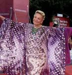 《黑书》威尼斯首映礼 Marta Marzotto紫色和服有风情
