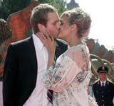 《九月的日子》首映 马克-韦伯与神秘女子拥吻