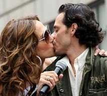 洛佩兹与老公恩爱缠绵 当街舌吻旁若无人