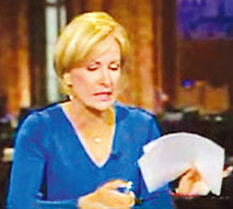不满希尔顿八卦成头条 女主播大怒撕新闻稿