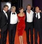 《黑书》威尼斯首映礼 导演性感女星深情对视