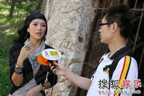 接受搜狐娱乐播报主持人大鹏采访