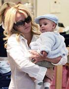 布兰妮抱儿子购物
