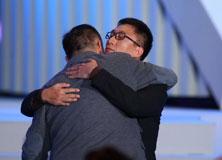 孙红雷与陈凯歌拥抱
